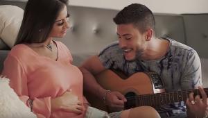 Arthur Aguiar anuncia gravidez de Mayra Cardi com videoclipe; assista