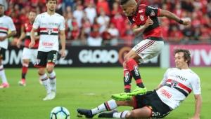 """Éverton tem família engraçada, já fez gols contra o São Paulo e estava em """"bonde"""" de cerveja"""