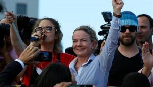 Augusto Nunes: Rebaixada nas urnas, Gleisi segue repetindo seus mantras de 'Lula Livre'