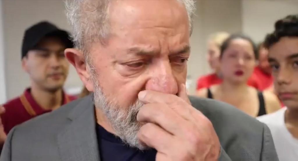 Lula: 'Não fugi porque inocente não corre, enfrenta'