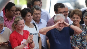 Vera: PT apresentar certidão de Lula sem pendências criminais é molecagem