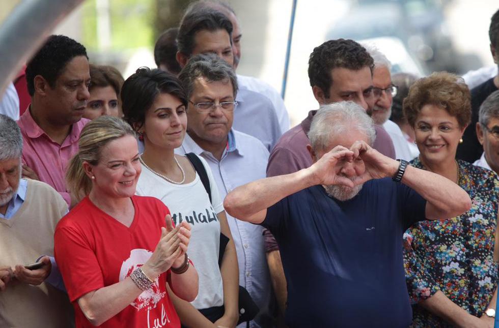 Lula está autorizado a conceder entrevistas na sede da PF