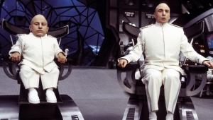 """Mike Myers lamenta morte de Verne Troyer: """"espero que esteja em um lugar melhor"""""""