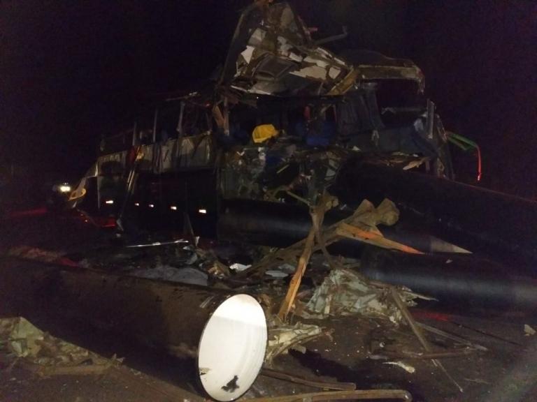 Acidente deixa ao menos seis mortos na BR-116, em Governador Valadares