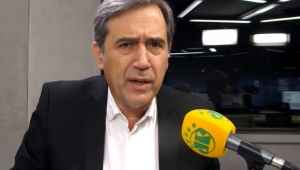 Carlos Bolsonaro não honra as calças que veste