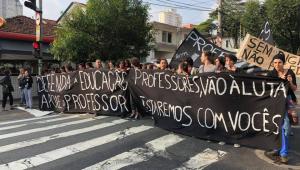 Professores de escolas particulares de SP aprovam nova paralisação para terça