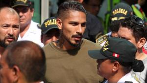 Guerrero é parado em blitz, mostra carteira vencida e ficará sem dirigir por um ano, diz jornal