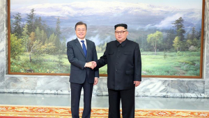 Líderes coreanos surpreendem ao se reunirem para tratar cúpula com Trump