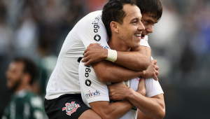 Corinthians leva 3 bolas na trave, mas vence Palmeiras com gol de Rodriguinho