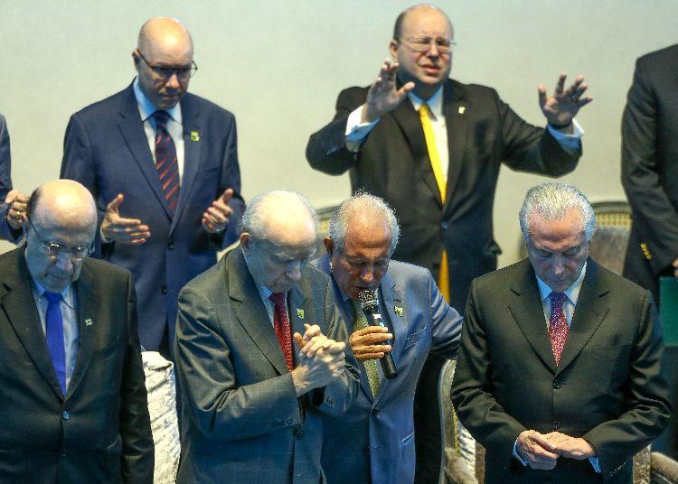 Resultado de imagem para Em encontro com membros da Assembleia de Deus, Temer pede orações