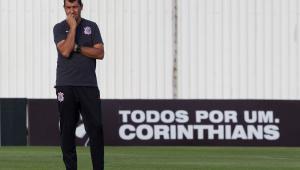 """Corinthians corre risco de perder Carille por causa de """"caminhão de dinheiro"""" de time árabe"""