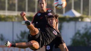 Corinthians treina e Carille adia definição de time para duelo da Libertadores