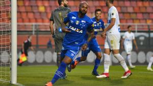 Santos perde para o Cruzeiro no Pacaembu e fica perto da degola
