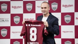 """Iniesta chega ao Vissel Kobe e se diz """"encantado"""" com projeto do clube"""