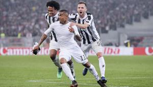 Especulado no PSG, Douglas Costa diz não pensar em sair da Juventus