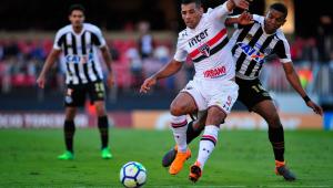 Após quatro empates seguidos, São Paulo bate Santos e volta a vencer no Brasileiro