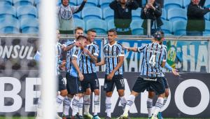 Grêmio sofre, mas vence Defensor e garante a liderança do Grupo A na Libertadores