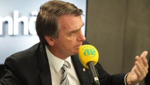 Paz e amor? Bolsonaro muda postura em entrevista