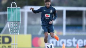 """Neymar lamenta uso de celulares na Seleção: """"não tem mais resenha aqui"""""""