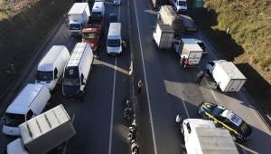 Caminhoneiros paralisam rodovias pelo País contra aumento nos preços do diesel
