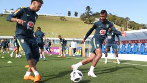 Seleção Brasileira recebe visita de Parreira e faz último treino em Teresópolis