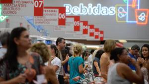 Após 3 meses em queda, preços em supermercados sobem 0,25% em maio, diz Apas