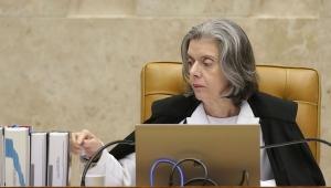 Com o que fazem, Brasil era para ter dado errado há muito tempo, diz Cármen Lúcia
