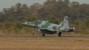Pilotos sobrevivem à queda de aeronave da FAB no Rio