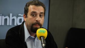 """Intervenção no Rio é """"populismo em cima de mortes"""", diz Boulos"""