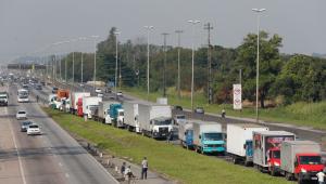 Para evitar greve, ministro fará reunião com caminhoneiros sobre frete