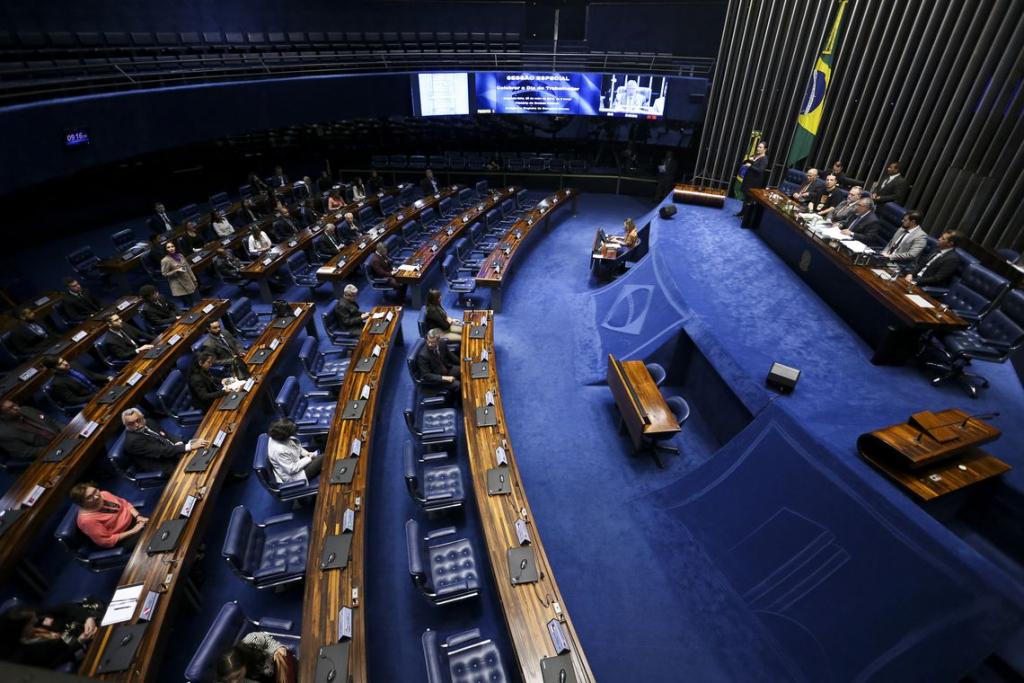 """Influência de parlamentares faz projeto apelidado de """"farra fiscal"""" avançar"""
