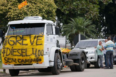Resultado de imagem para Temer reúne ministros para discutir greve dos caminhoneiros