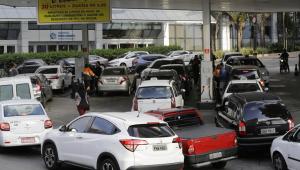 Greve dos caminhoneiros afeta mercados, farmácias, campo e postos