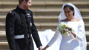 Canapés, bolo e discursos marcam 1ª recepção de Harry e Markle pós-casório