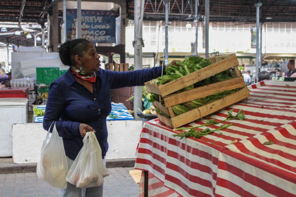Ministério da Agricultura registra 42 agrotóxicos com objetivo de 'baratear preços dos alimentos'