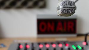 Abratel pede que Congresso não iguale emissoras de rádio comunitárias e comerciais