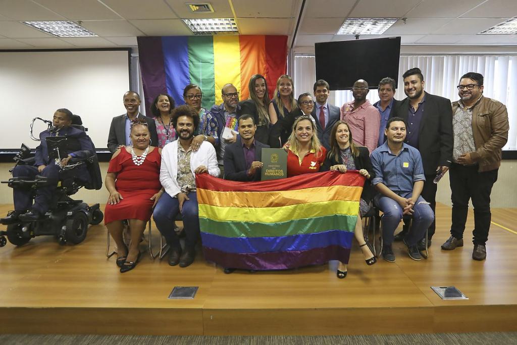 Governo Temer abraça pauta LGBT e obriga estados aderirem ao programa