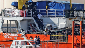 Espanha recebe 630 imigrantes do Aquarius após oito dias de incertezas