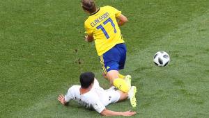 """Técnico da Suécia diz que pênalti foi claro: """"VAR nem deveria ter sido usado"""""""