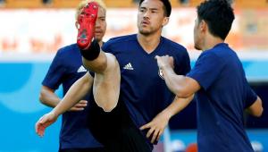 Técnico do Japão confirma Okazaki para estreia na Copa do Mundo