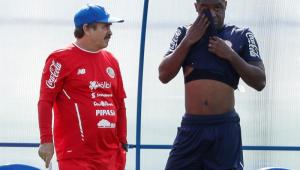 Técnico da Costa Rica anuncia alteração para duelo com a Seleção Brasileira