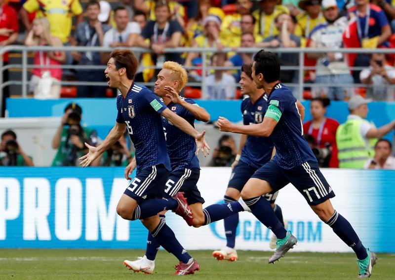 Japão fica com um jogador a mais no início, supera reação da Colômbia e sai com vitória