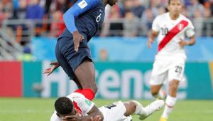 França joga mal, vence por 1 a 0 e elimina Peru da Copa