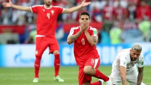 """Atacante sérvio confia em vitória: """"Com pequenas lágrimas e a ajuda de Deus"""""""