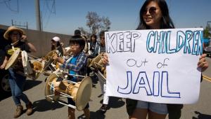 Juiz dos EUA interrompe deportação de famílias reunificadas