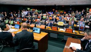 Ordem do dia da Câmara suspende votação de PL dos agrotóxicos em comissão