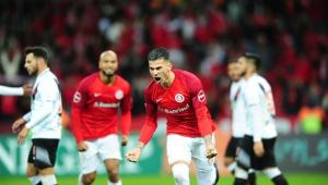 Internacional bate o Vasco e vai para a parada do Brasileirão em quarto lugar