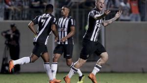 Com gol de Luan nos acréscimos, Atlético-MG vence o Ceará e mantém vice-liderança