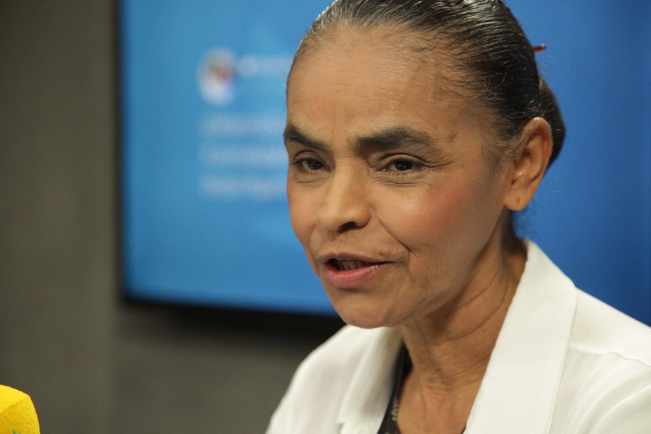 Resultado de imagem para Marina diz que Bolsonaro teve proposta sobre acesso a armas 'desconstruída' após atentado