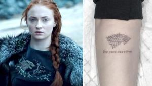 """Sem spoilers! Sophie Turner diz que sua tatuagem não entrega fim de """"GoT"""""""